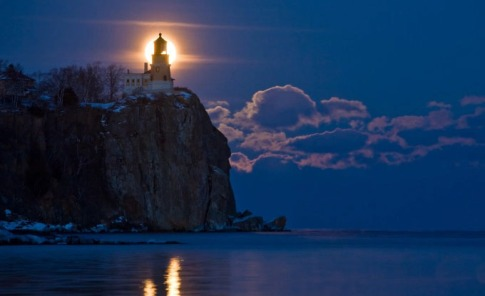 scripture-northern-images-full-moon-at-split-rock-lighthouse-588940