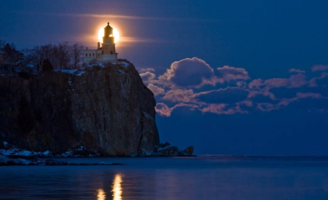 scripture-northern-images-full-moon-at-split-rock-lighthouse-588940