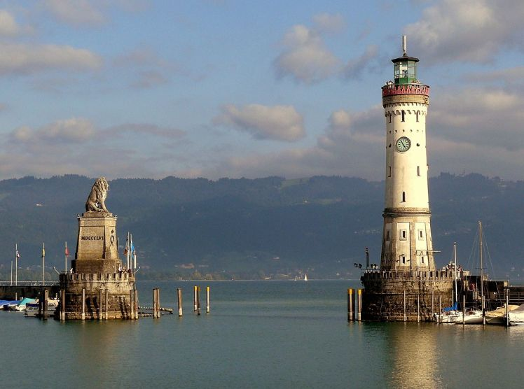 Lindau_Harbor_Lake_Constance_01